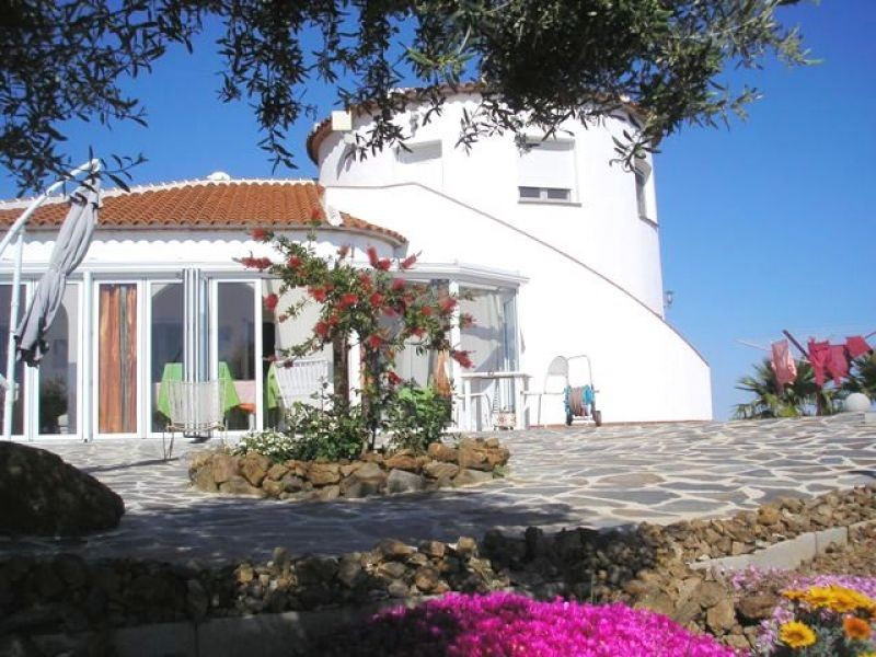 This Superb Villa is only a  20 minute drive to the beach, it has been built to a very high standard,Spain