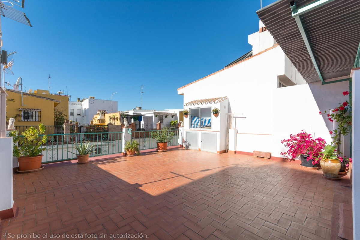 Beautiful House on 2 independent floors ideal for living or investment in Las Lagunas, located on th, Spain