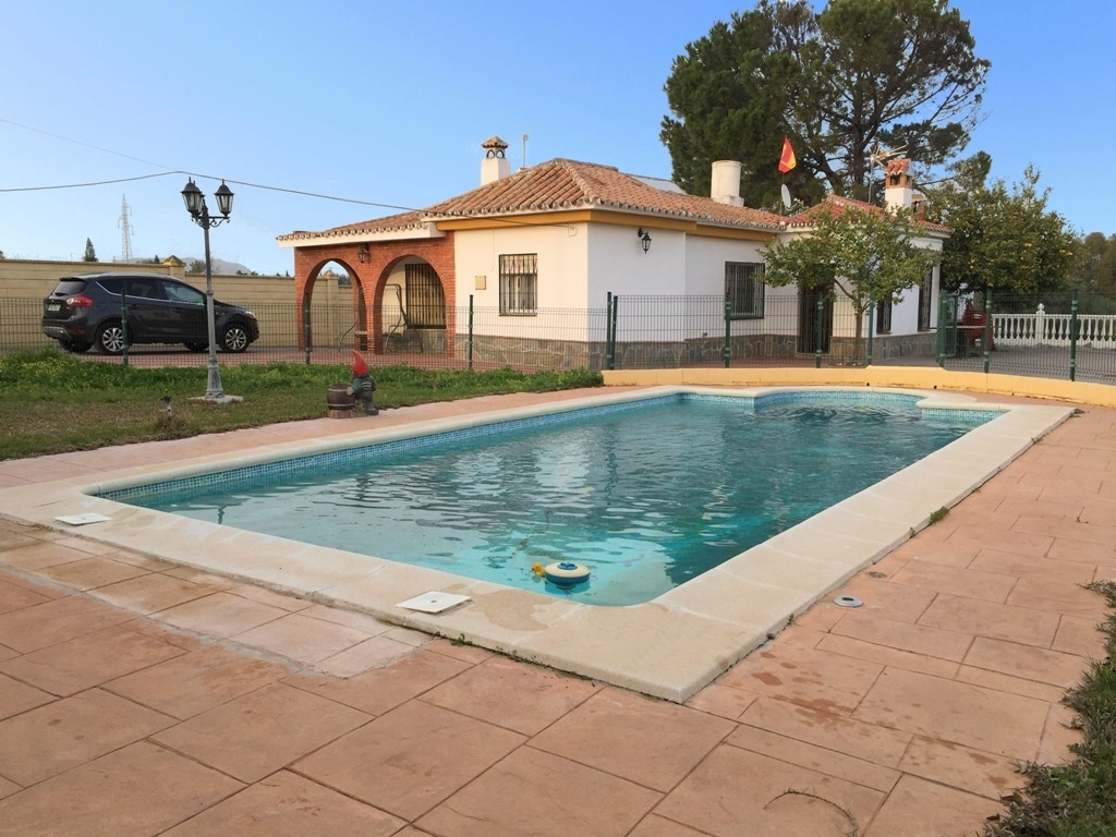 This is a well presented three bedroom detached country property between Alhaurin el Grande and Vill, Spain