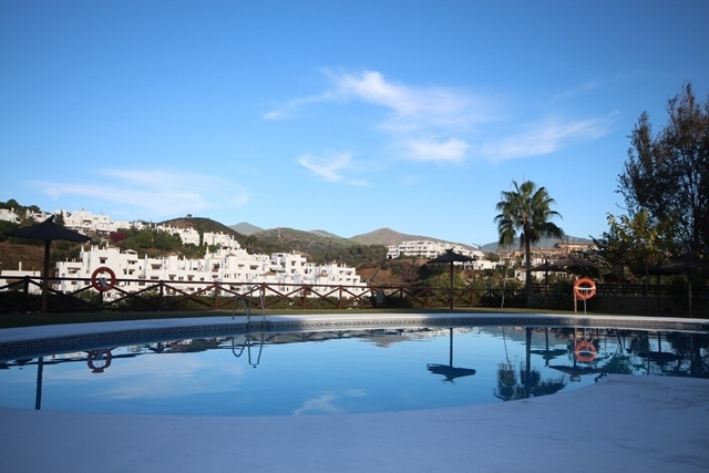 Estepona - Nice three bedroom apartment with fully fitted kitchen, living /dining area with access t,Spain