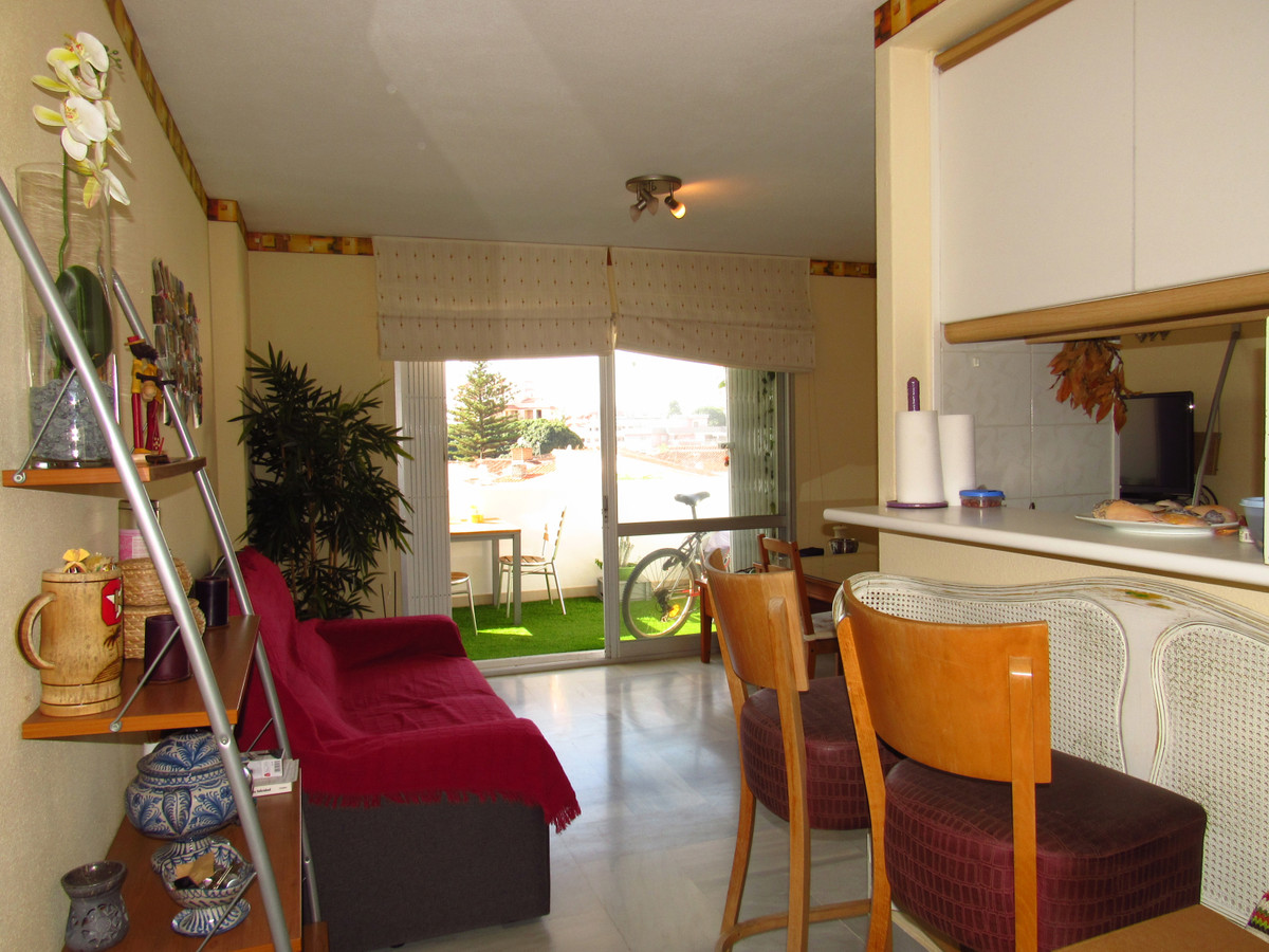 Sunny two bedroom apartment with ideal location 400m from Arroyo de la Miel, 750m from the beach, 90,Spain