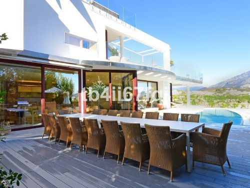 Situated in the prestigious Nueva Andalucia Golf Valley, this property is built over 3 floors to acc,Spain