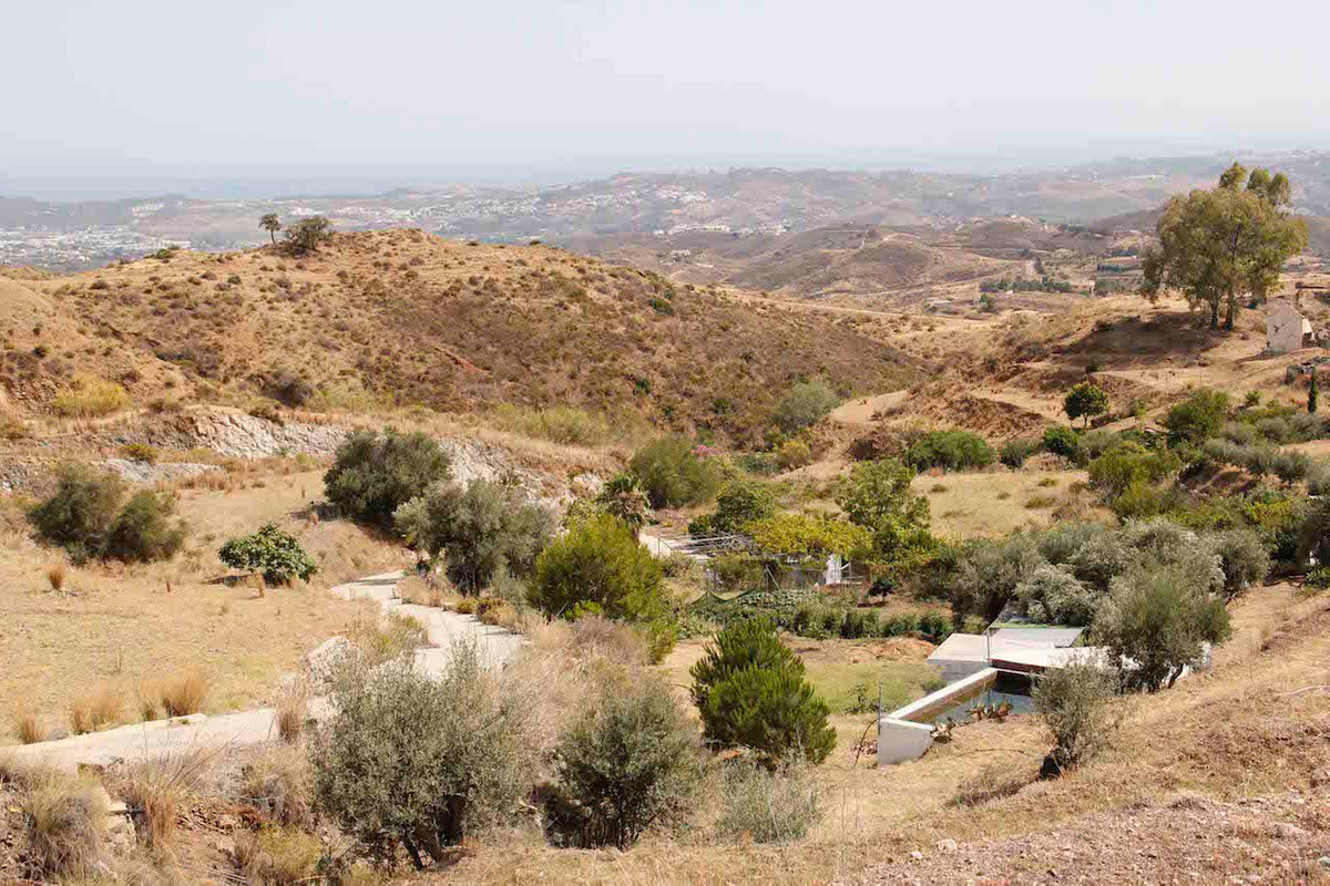 A rustic plot with good road access for sale in Valtocado, only a few minutes drive from the famous , Spain