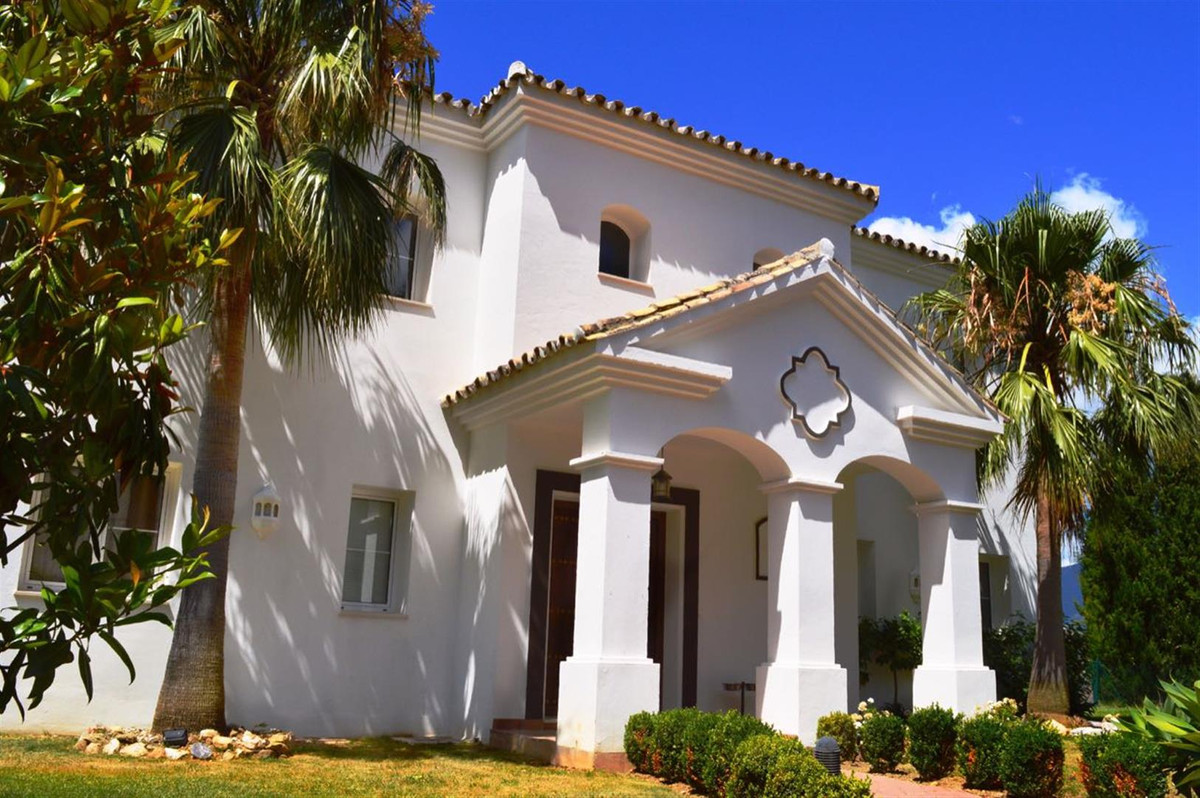 Elegant villa with Superb views and close to Puerto Banus for sale. With South-West orientation, thi,Spain
