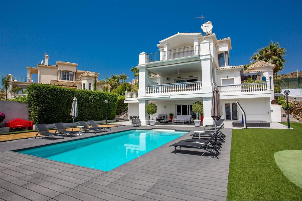 This fresh and modern villa is located in sought after Nueva Andalucia. It's in a small gated commun,Spain