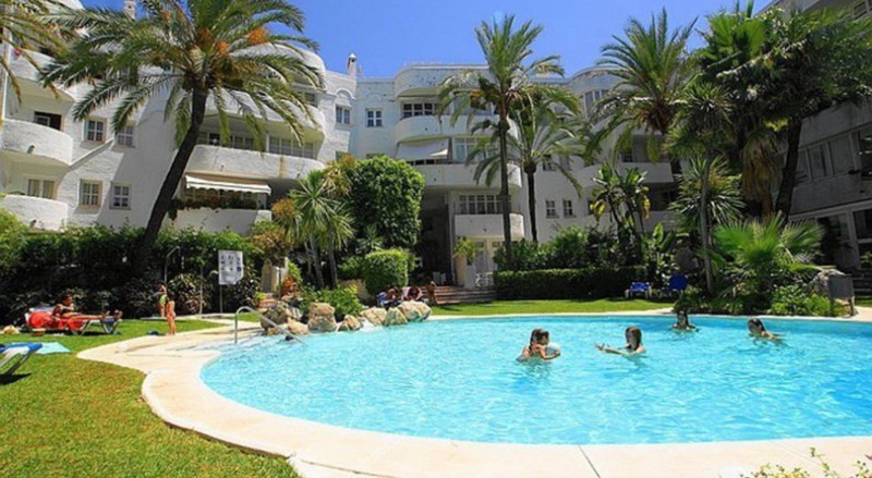 A very rare opportunity to purchase a large ground floor unit on the famous Golden Mile, Marbella.  ,Spain