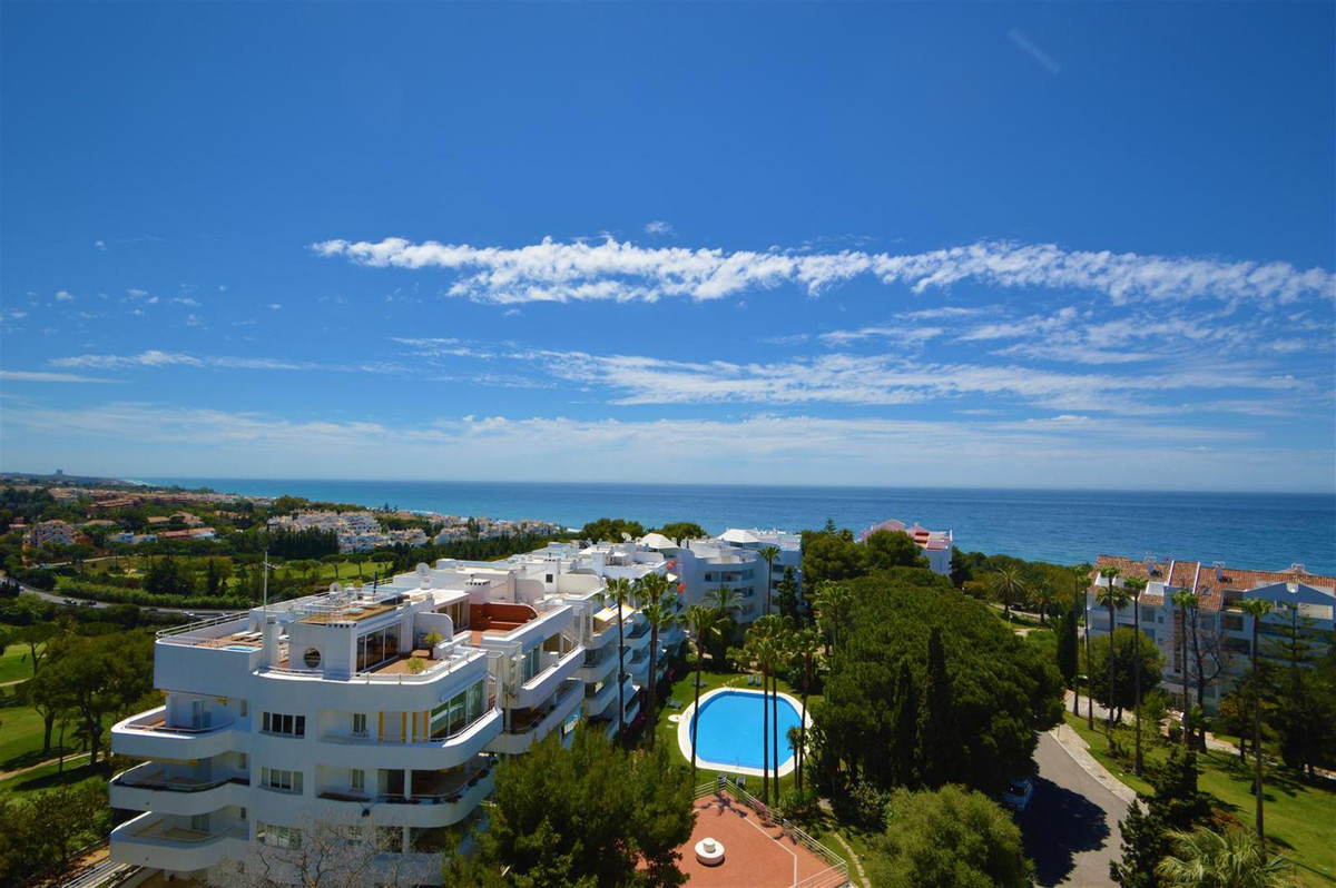 Do you want to enjoy every day of the best sea views.? Come see this property to a step from the bea, Spain
