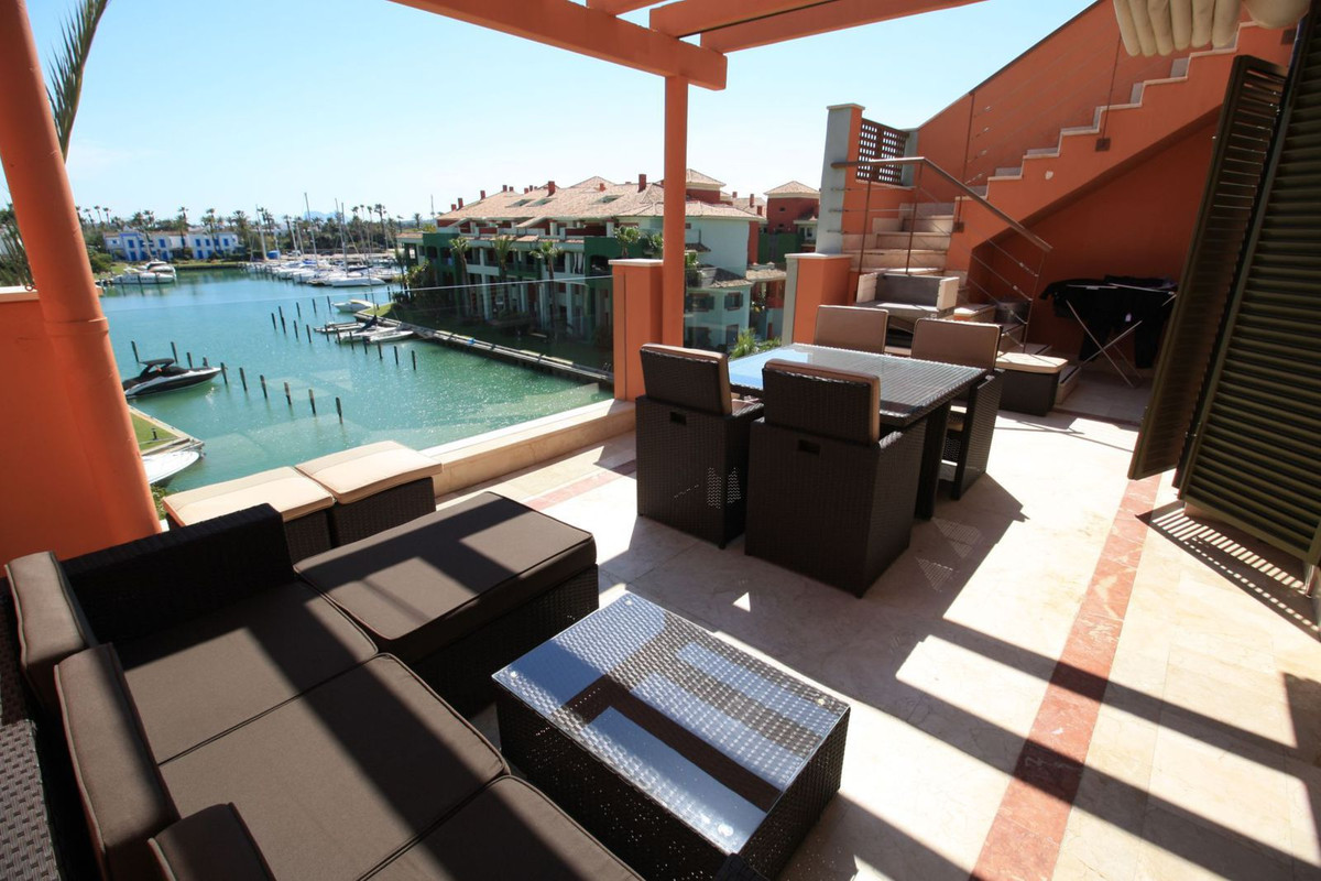 Three bedroom duplex penthouse in Ribera de la Romana, in Sotogrande Marina. Three spacious bedrooms, Spain