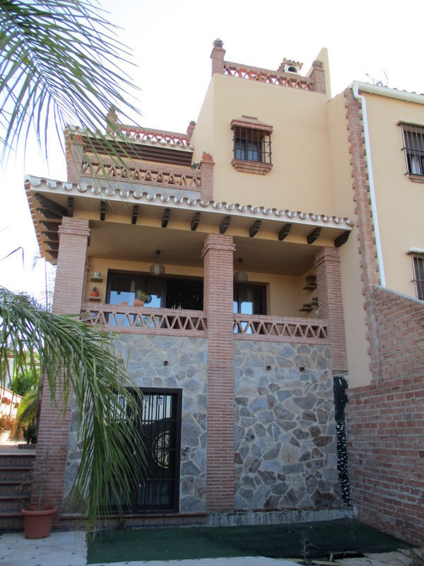 Quality built town house located in a prestigious urbanisation within Alora pueblo. The property is , Spain