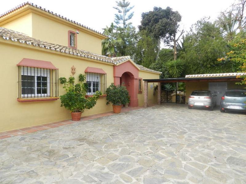 LARGE Detached Villa in a quiet part of CALAHONDA, GOOD SEA VIEWS in a cul-de-sac road, close to all,Spain