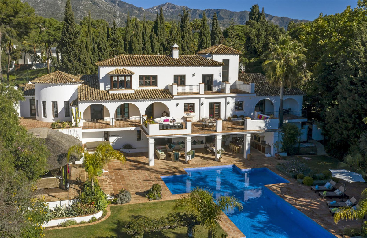 Hidden Gem - Substantial yet secluded seven bedroom south facing villa in the well-known area La Car,Spain