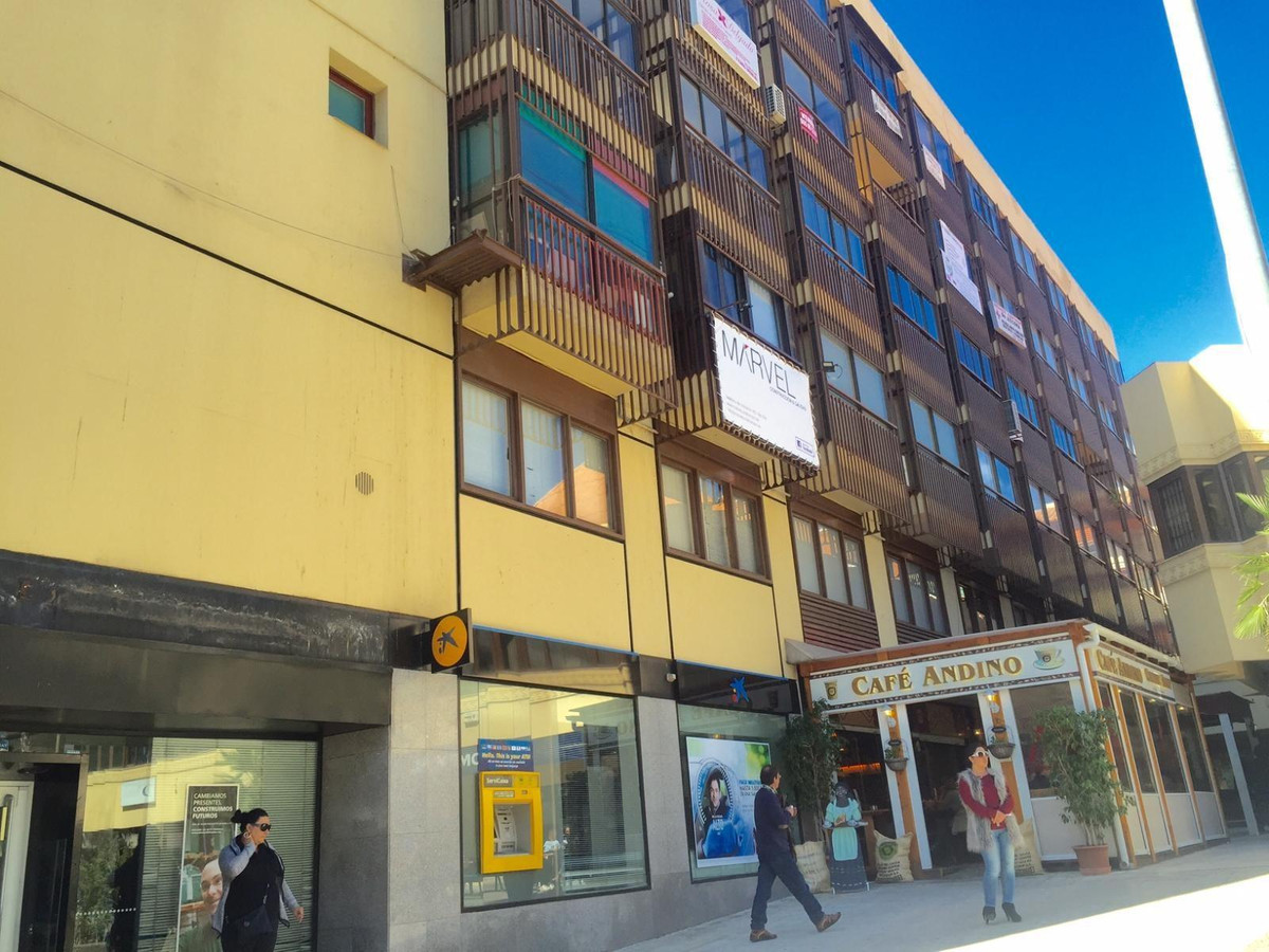 Central office in the building Fuengirola Centro just a step to all the services and communications ,Spain