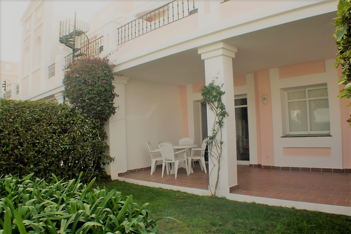 Fantastic apartment with garden and private terrace in closed urbanization at 5 min form puerto Banu,Spain