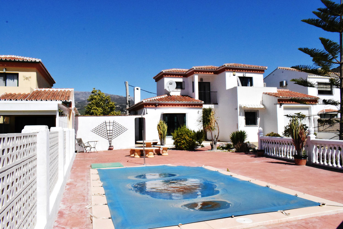 Excellent property in a very popular urbanisation within walking distance of shops, bars and restaur, Spain