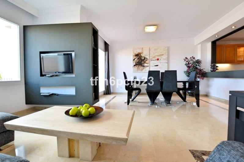 R2958413 For sale, Semi detached house, La Duquesa - REFURBISHED 4 BEDROOMS 3 BATH TOWNHOUSE located, Spain