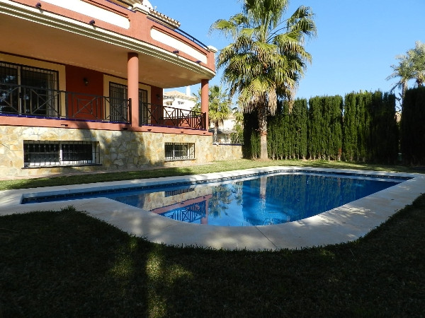 Spacious frontline golf 3 bed Villa in La Cala, with large lounge/dining area with fireplace, fitted, Spain