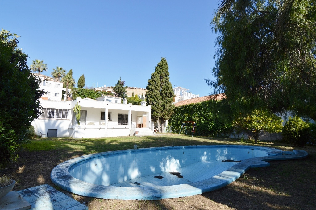 PUERTO BANUS,  Before 900,000 euros ... a 3 minute walk to Puerto Banus this is a great opportunity ,Spain