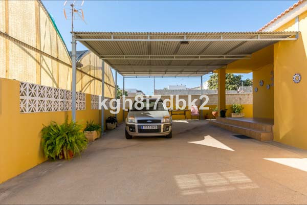 detached villa 300 meters from the beach and with possibility to build two floors more., Spain