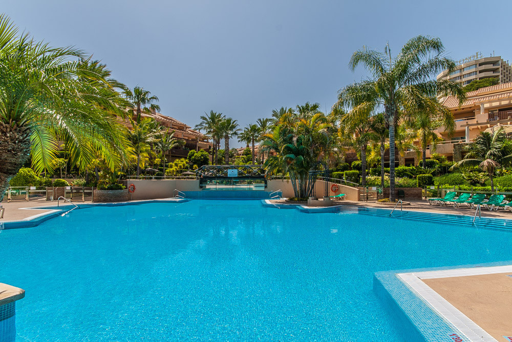 Bright and sunny 2 bedroom apartment in the luxury urbanisation Golf Gardens. The property offers 2 ,Spain