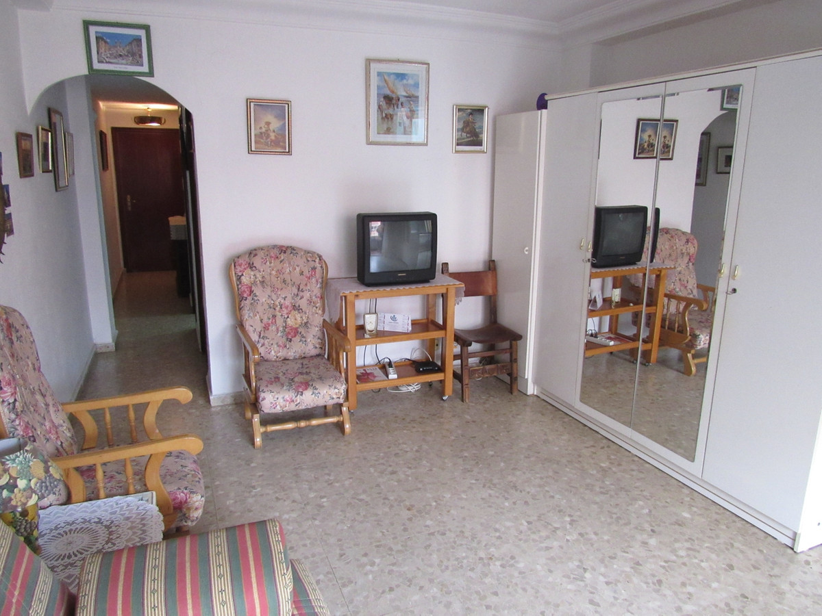 Middle Floor Studio, Fuengirola, Costa del Sol. Built 40 m², Terrace 7 m².  Setting : Beachfront, To, Spain