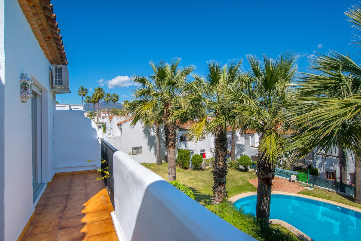 This spacious 3 bedroom townhouse is located close to El Paraiso Golf in Estepona, about 2 kilometre, Spain