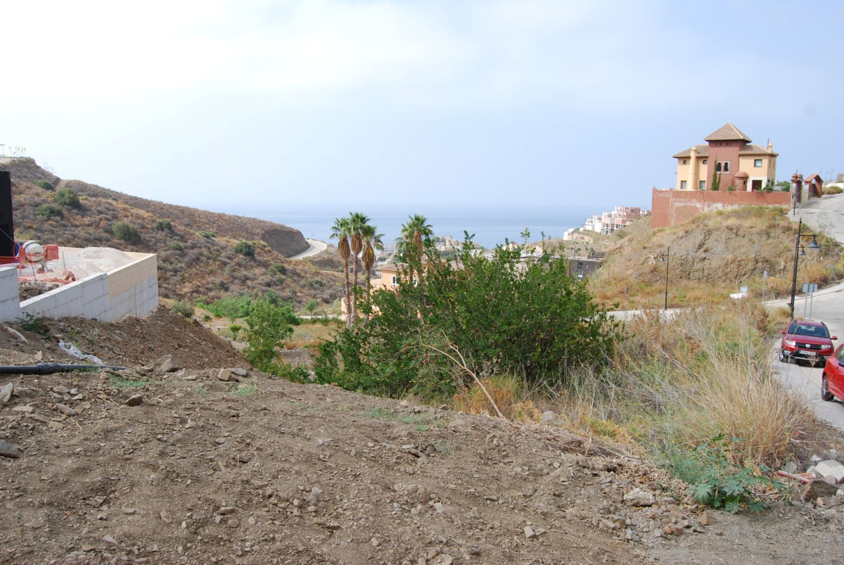 Parcel with sea view  Urban parcel of 992m2 on an elevated level with stunning sea views. Approx. 85,Spain