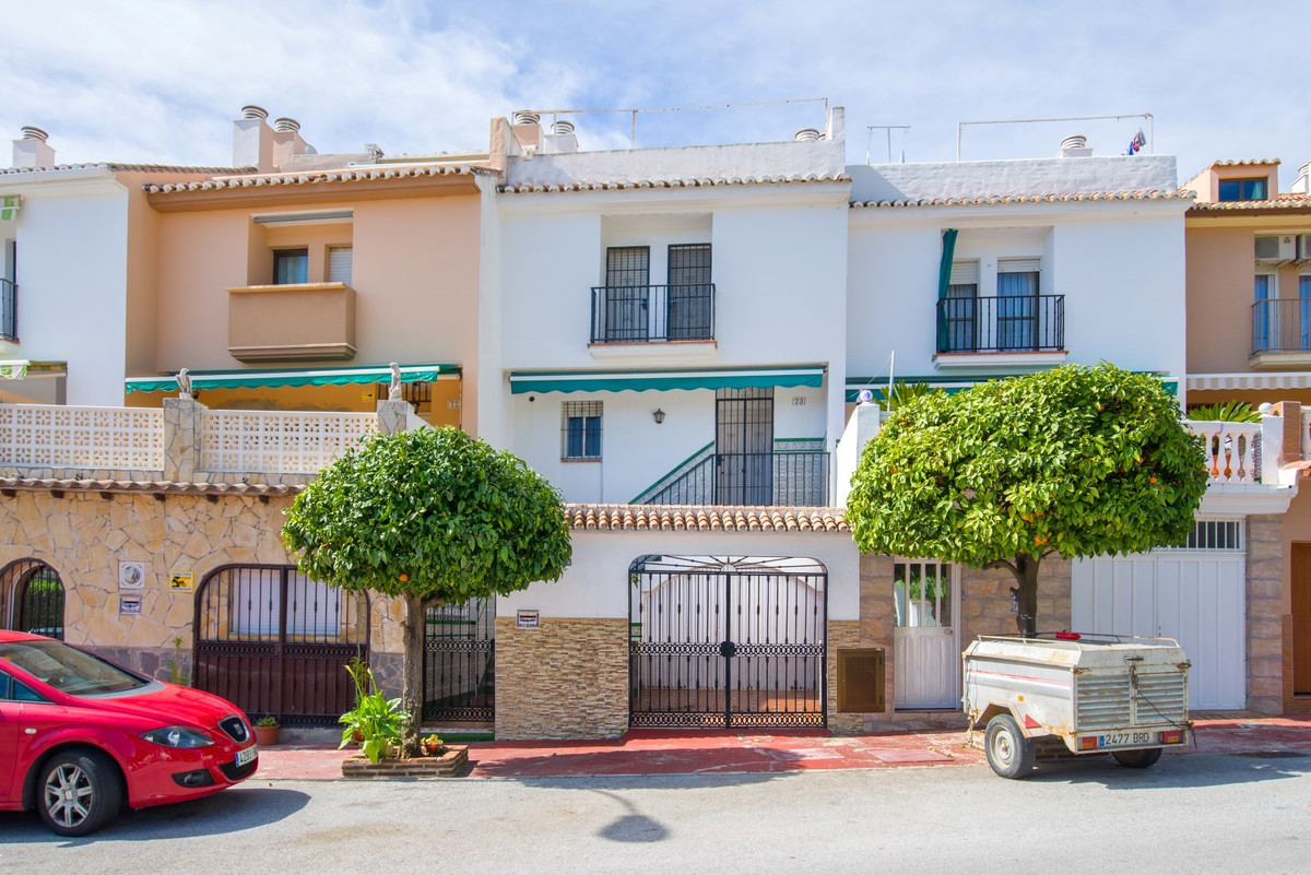 GOOD PRICE ! DETACHED HOUSE IN CALLE BUENAVENTURA - URB. LA TORRECILLA- MARBELLA.   Located one step, Spain