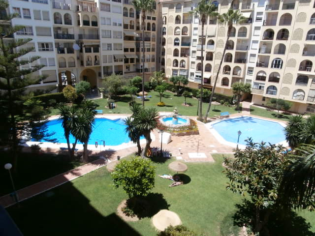 An immaculate 3 bed property in a first class location in Fuengirola. No car necessary here with the, Spain
