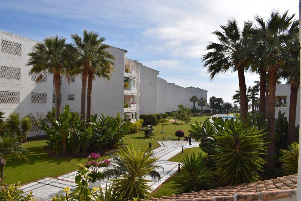 - COMPLEX IN FIRST LINE OF BEACH IN PUERTO BANUS - Apartment with 2 bedrooms and 2 bathrooms in comp, Spain