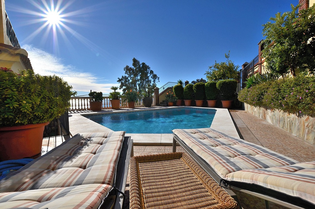 SPECTACULAR FULLY RENOVATED VILLA WITH STUNNING SEA VIEW located in Benalmadena Pueblo, just 400 mts,Spain