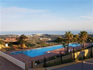 This is a stunning and beautifully presented three bedroom apartment located in the luxurious La Her,Spain