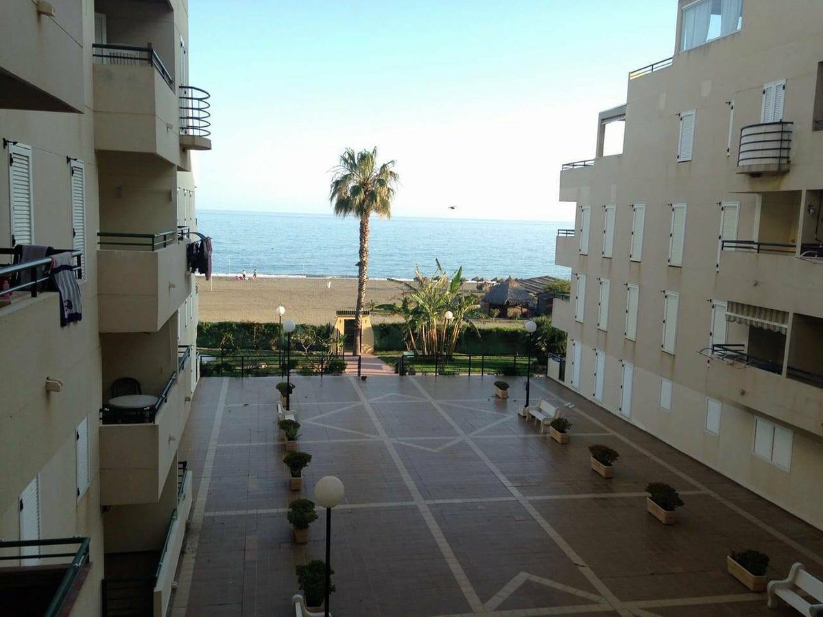 Beautiful apartment on the beachfront. It has 2 bedrooms with fitted wardrobes, a bathroom, american, Spain