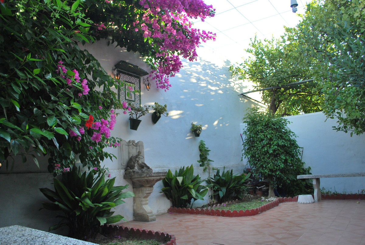 Fantastic townhouse in very demanded residential Coin. This property has a floor area of ??125 squar, Spain