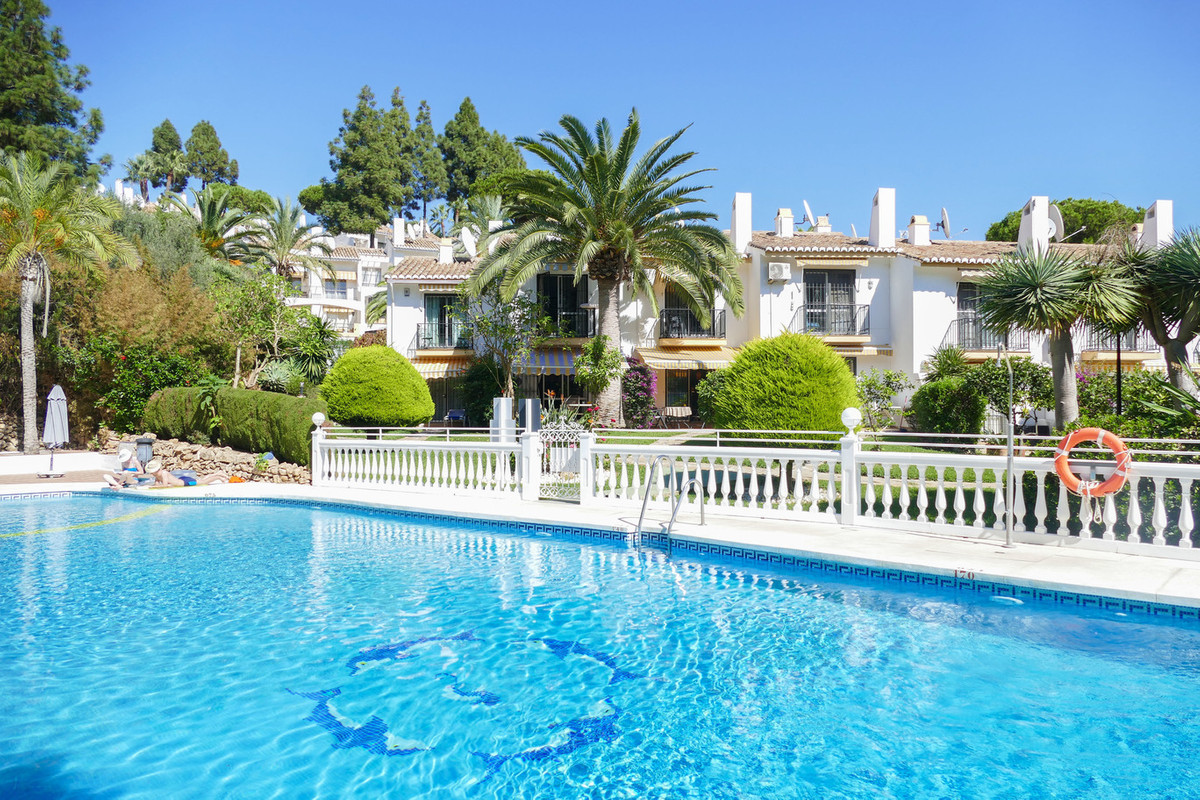 Pretty townhouse situated in a gated development in the heart of Calahonda.  Tucked away from the ma, Spain