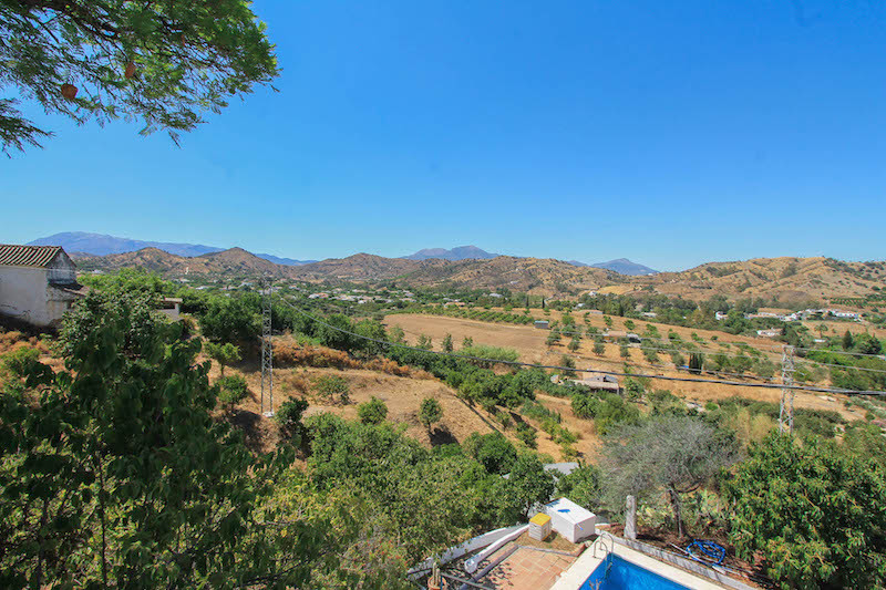Detached Property.  2 SEPARATE APARTMENTS.  This elevated villa sits in a lovely location on the out, Spain