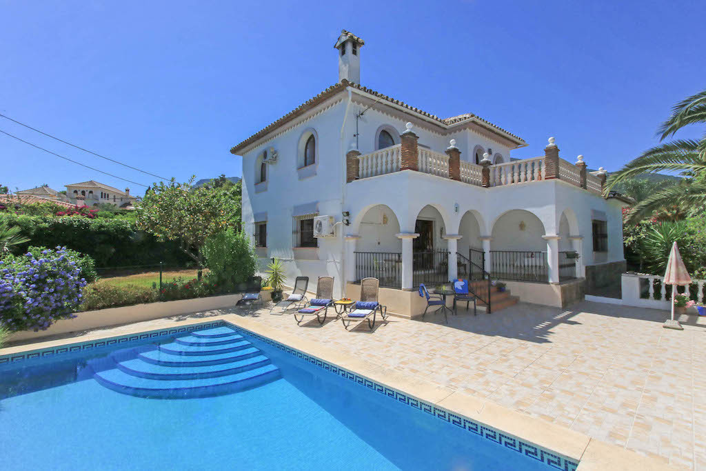 Detached Villa - Walking distance to town.  The andalucian front door is lovely welcome to this prop, Spain