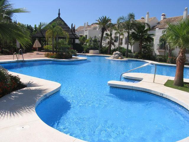 Sale of spacious and beautiful townhouse with 4 bedrooms and 3 bathrooms located in urbanization Alt,Spain