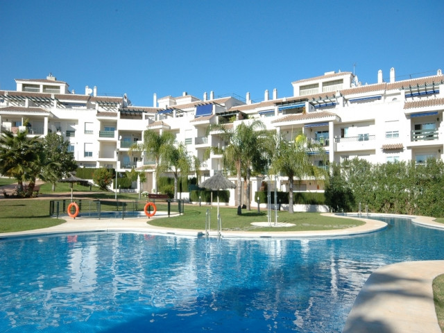 Apartment in a gated complex 1 kilometer from puerto Banus. The property has 2 bedrooms, 2 bathrooms, Spain