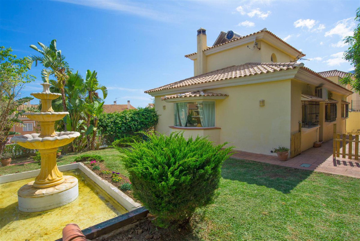 Benalmadena, Detached villa situated in a very quiet area, a few meters from supermarkets, schools, , Spain