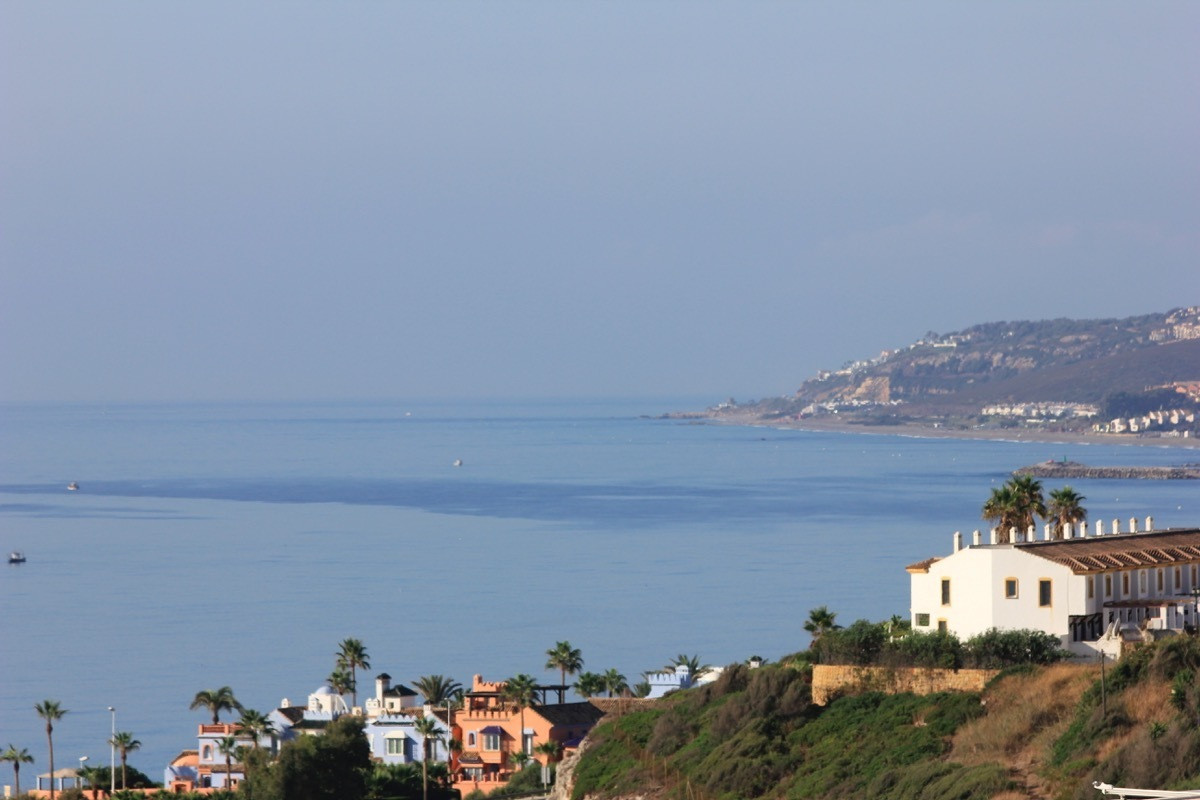Plot for sale in beautiful and peaceful area of Casares with panoramic sea views. Is located between, Spain