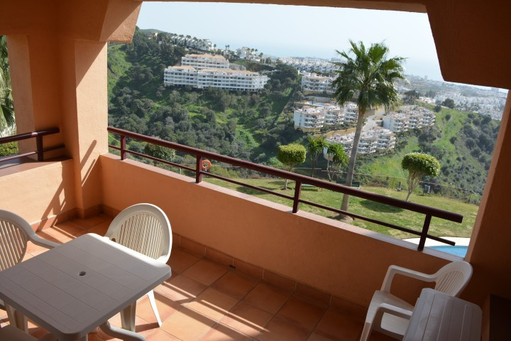 UNIQUE OPPORTUNITY! PANORAMIC VIEWS, DUPLEX WITH 4 BEDROOMS IN UPPER CALAHONDA.   Super price for thSpain