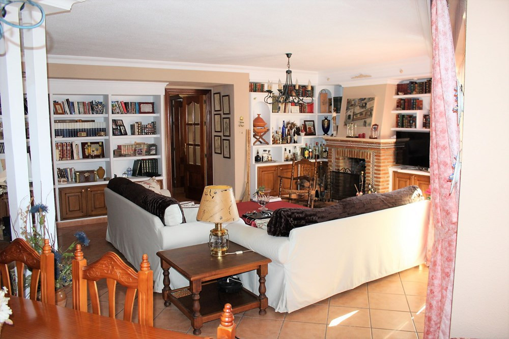 Great floor consists of 150 m2, 2 living rooms, 3 bedrooms, 2 bathrooms one with shower and another ,Spain