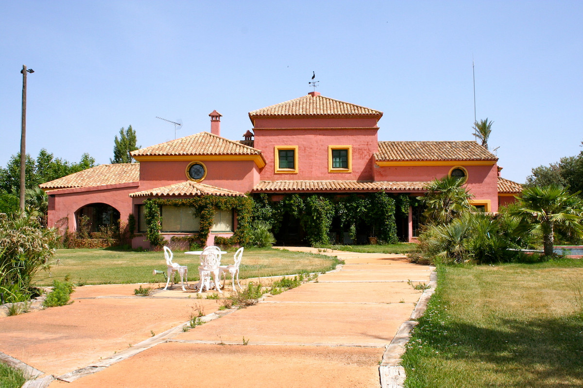 This outstanding country estate is located only 10km east of Ronda. Situated in an area of exception,Spain