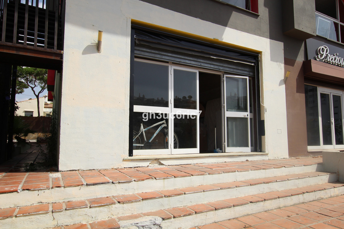 Commercial local in a great location by the A7 and next to a very busy and popular gym. At present u,Spain