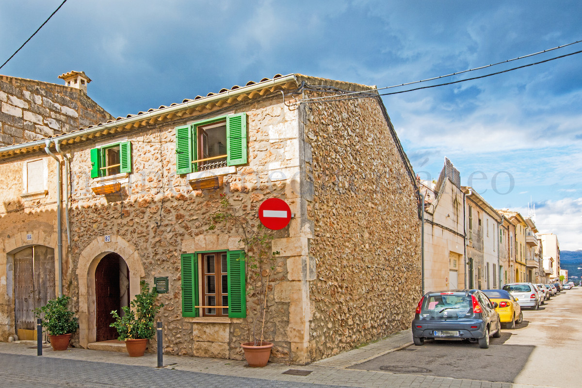 Gorgeous traditional old townhouse which has been totally reform18 yrs ago, lots of character, lovel, Spain