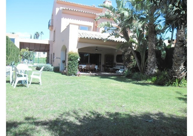 Amazing semi-detached villa with excellent quality construction. Spacious living room with feature f, Spain
