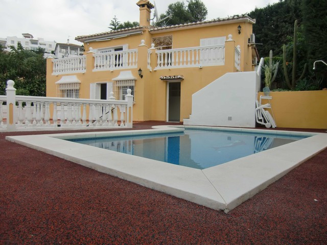Fantastic villa just a short distance from all amenities in Riviera del Sol.  It has 3 bedrooms and ,Spain
