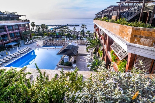 This contemporary style penthouse with 2 bedrooms 2 bathrooms is located in a prestigious hotel in P,Spain
