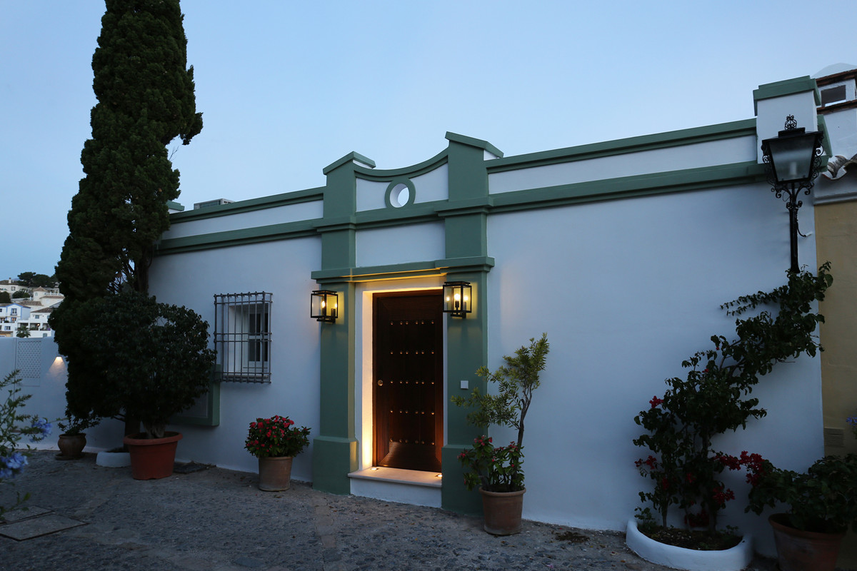 ******RESERVED****** A unique, newly renovated 2 story townhouse nestled high in the original sectio, Spain