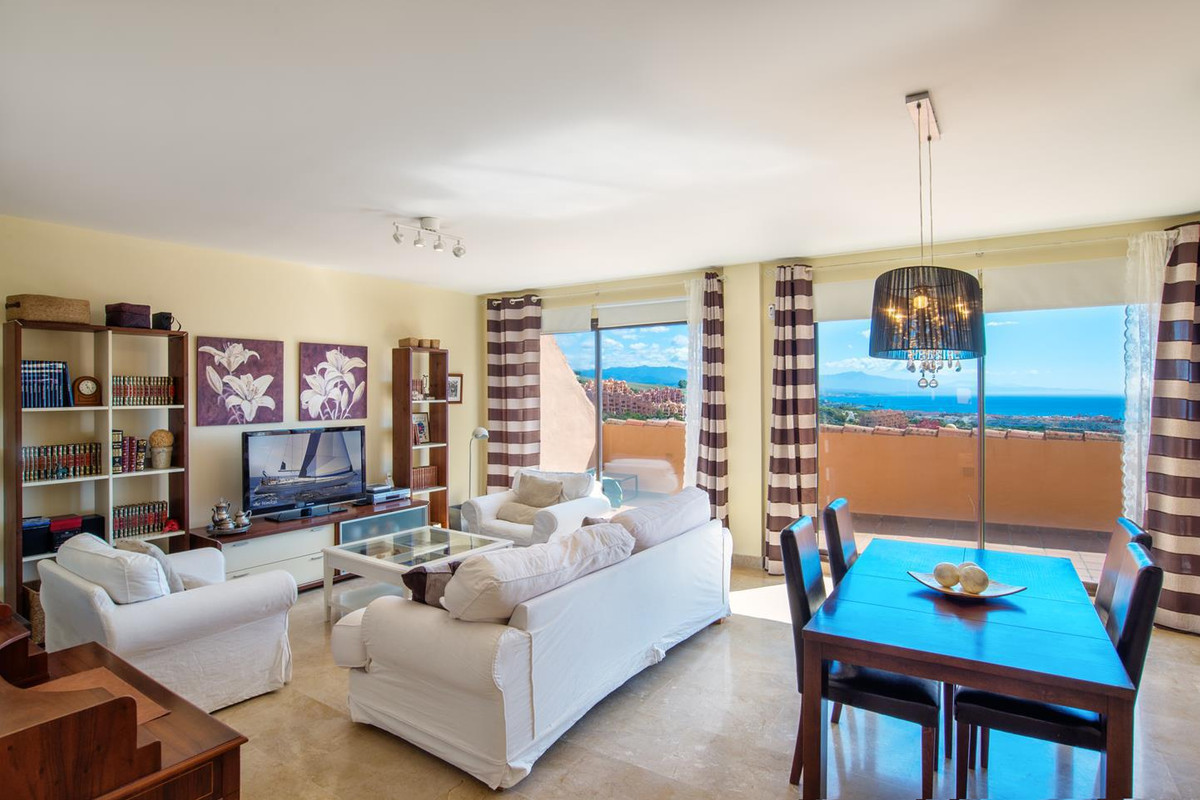 With south facing, this spectacular Penthouse has wonderful views of the Mediterranean Sea and Afric,Spain